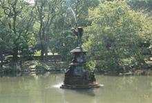 装飾用噴水としては日本で3番目に古い鶴の噴水